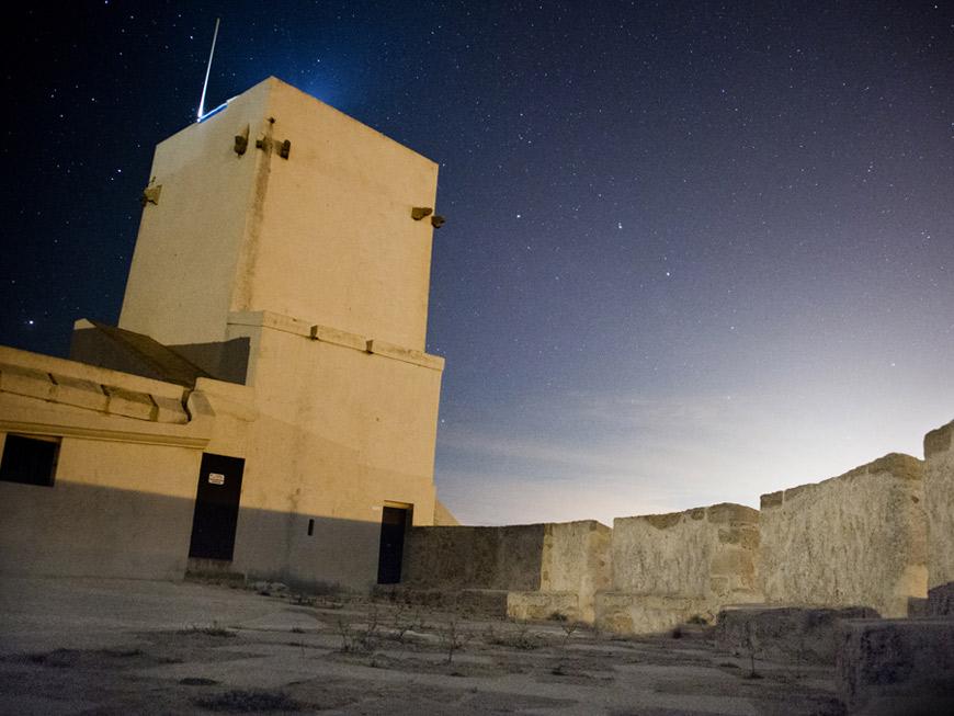 castillo sancti petri de noche